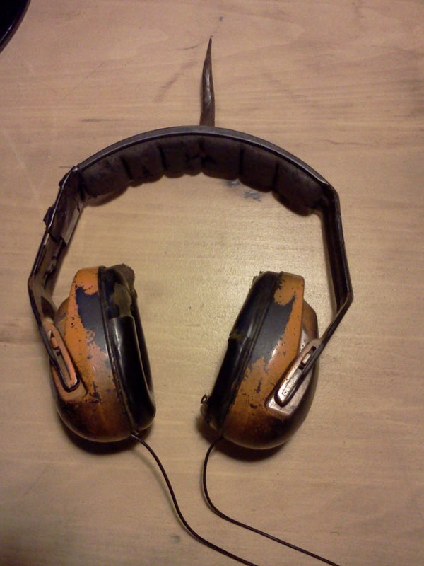 Safetyphones - a Quick and Dirty Solution for Listening to Music in Loud Spaces.