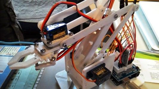 課程二:連接一組搖桿與舵機
