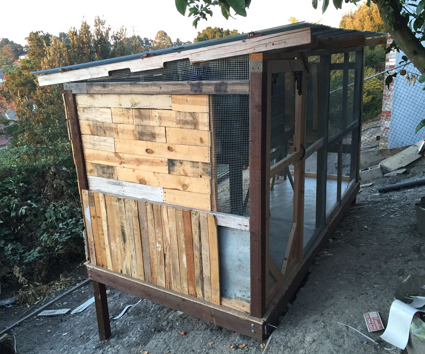 Pallet & Recycled wood Chicken Coop