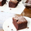Fluffy GLUTEN FREE Chocolate Sheet Cake