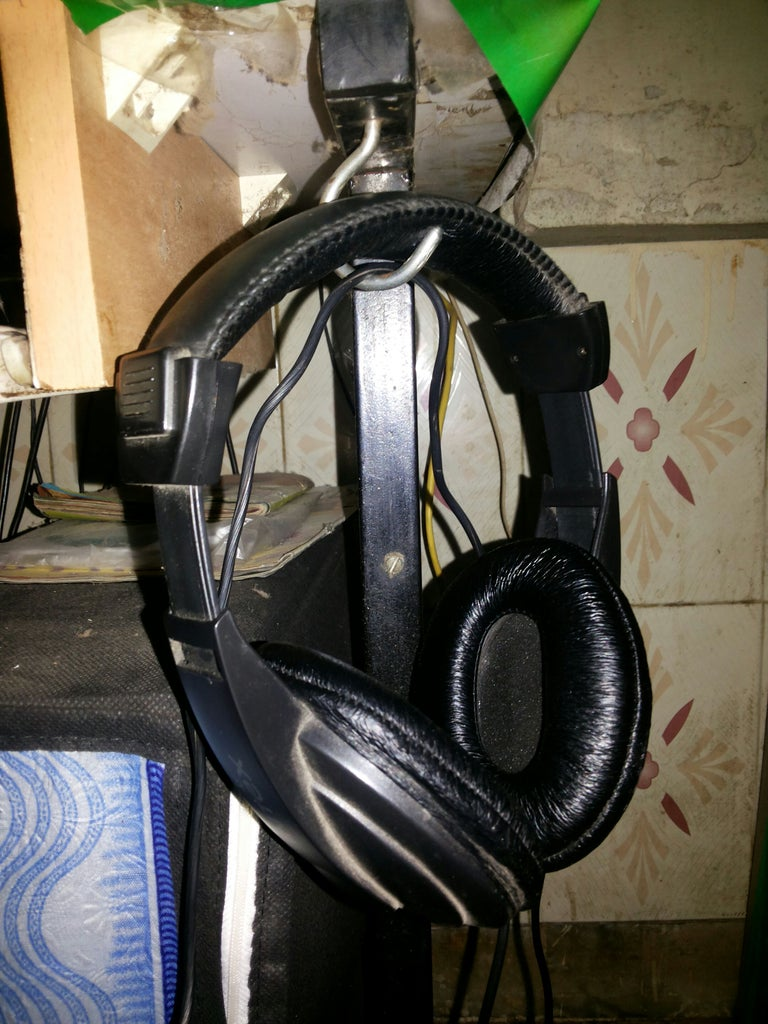 Make a Simple Headphone Hanger