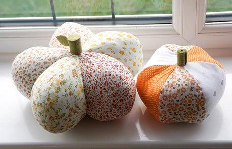 2 X DIY Easy Pumpkins   How to Sew Pumpkin Pillow Ornaments