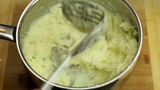 Lets Finish Off This Mash Potato.