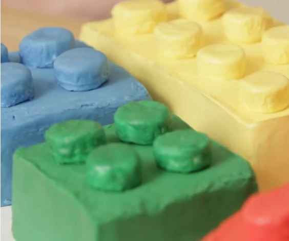 How to make a Lego Cake in 9 Steps!