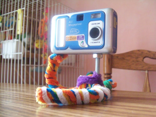 DIY Tripod Made Out of PIpe Cleaners
