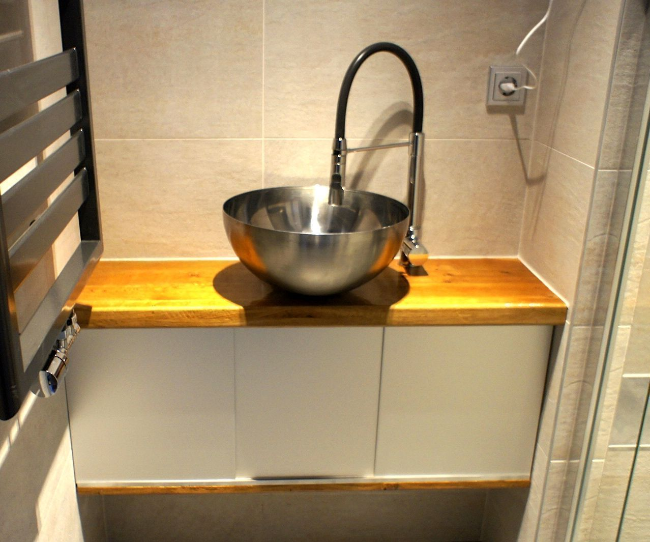 Bathroom cabinet with Ikea bowl