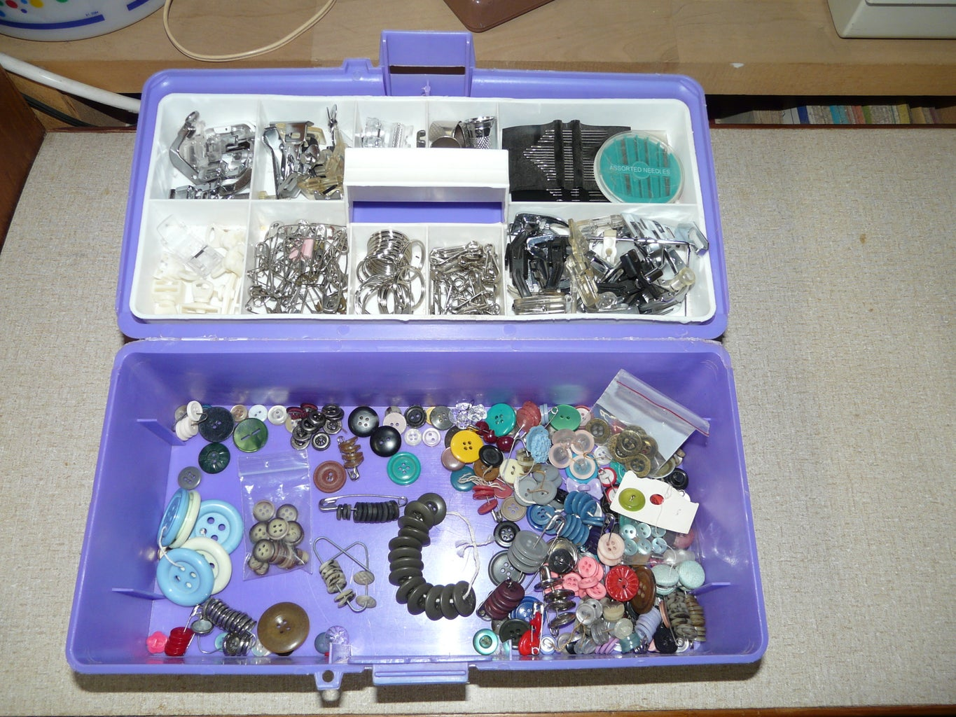 Tackle Box for Presser Feet, Buttons and Needles