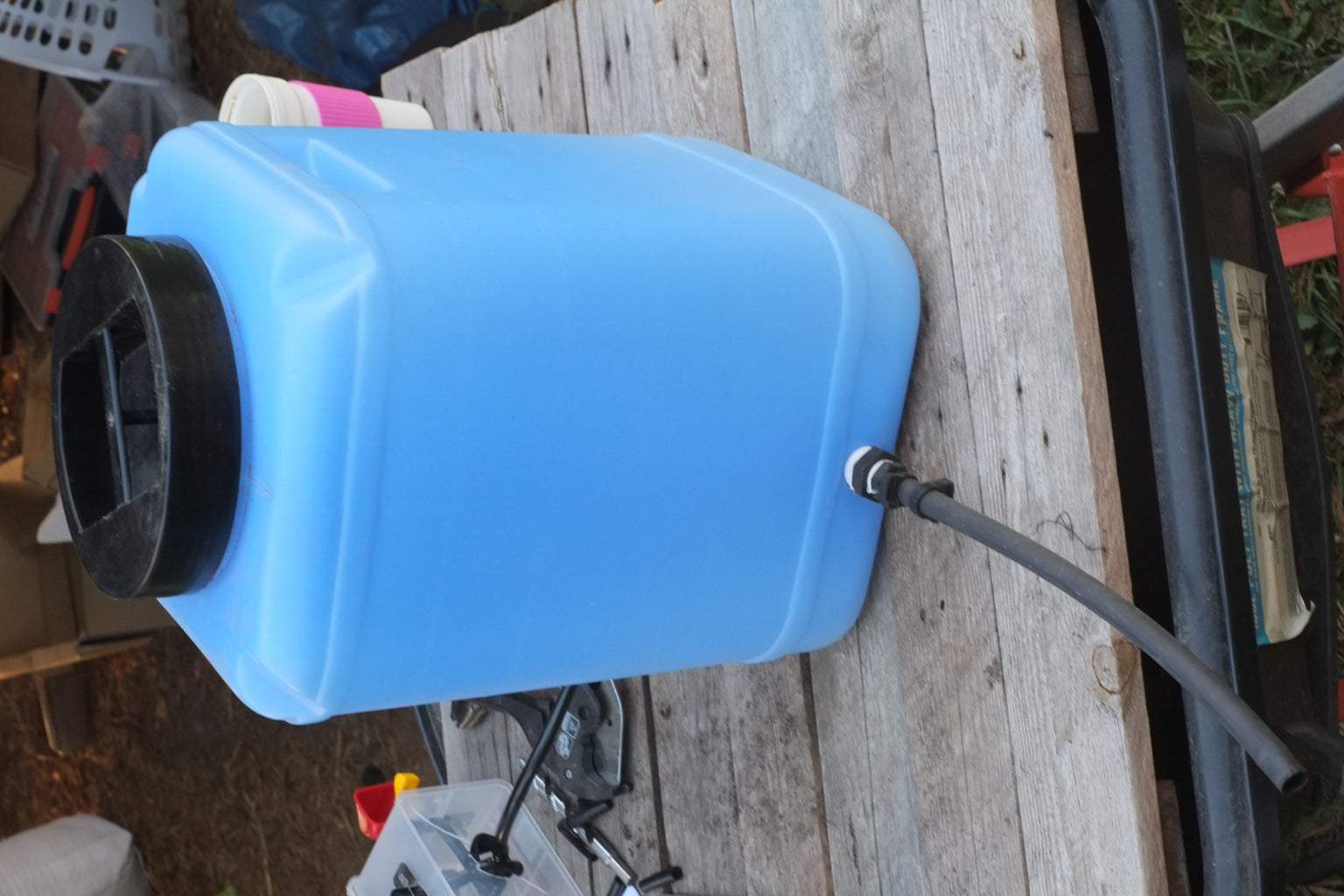 Connecting the Inlet Tube to the Tank: Quick Connect to Tank