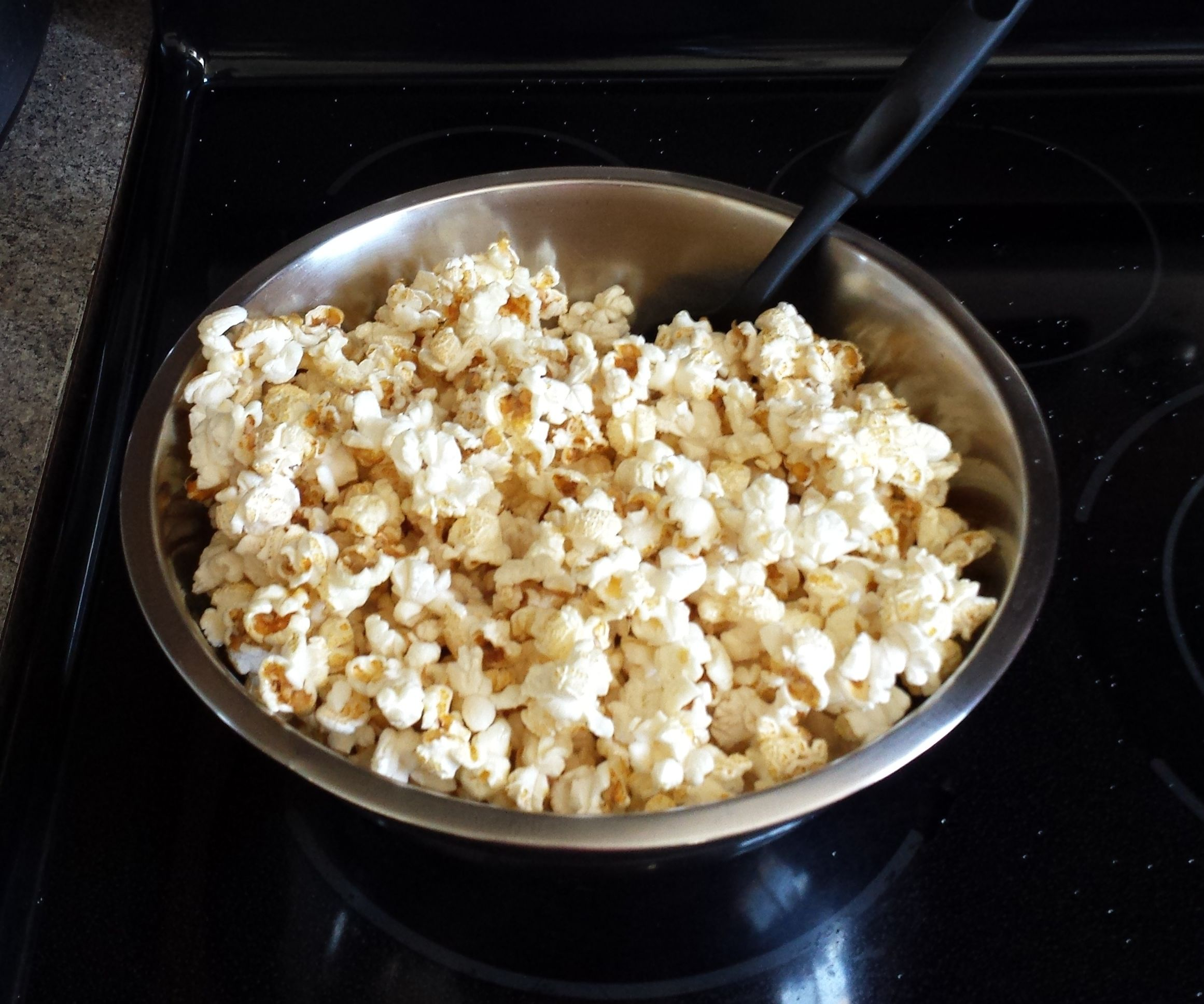 How to Make Kettle Corn With a Whirley Pop Machine on an Electric Stove Top