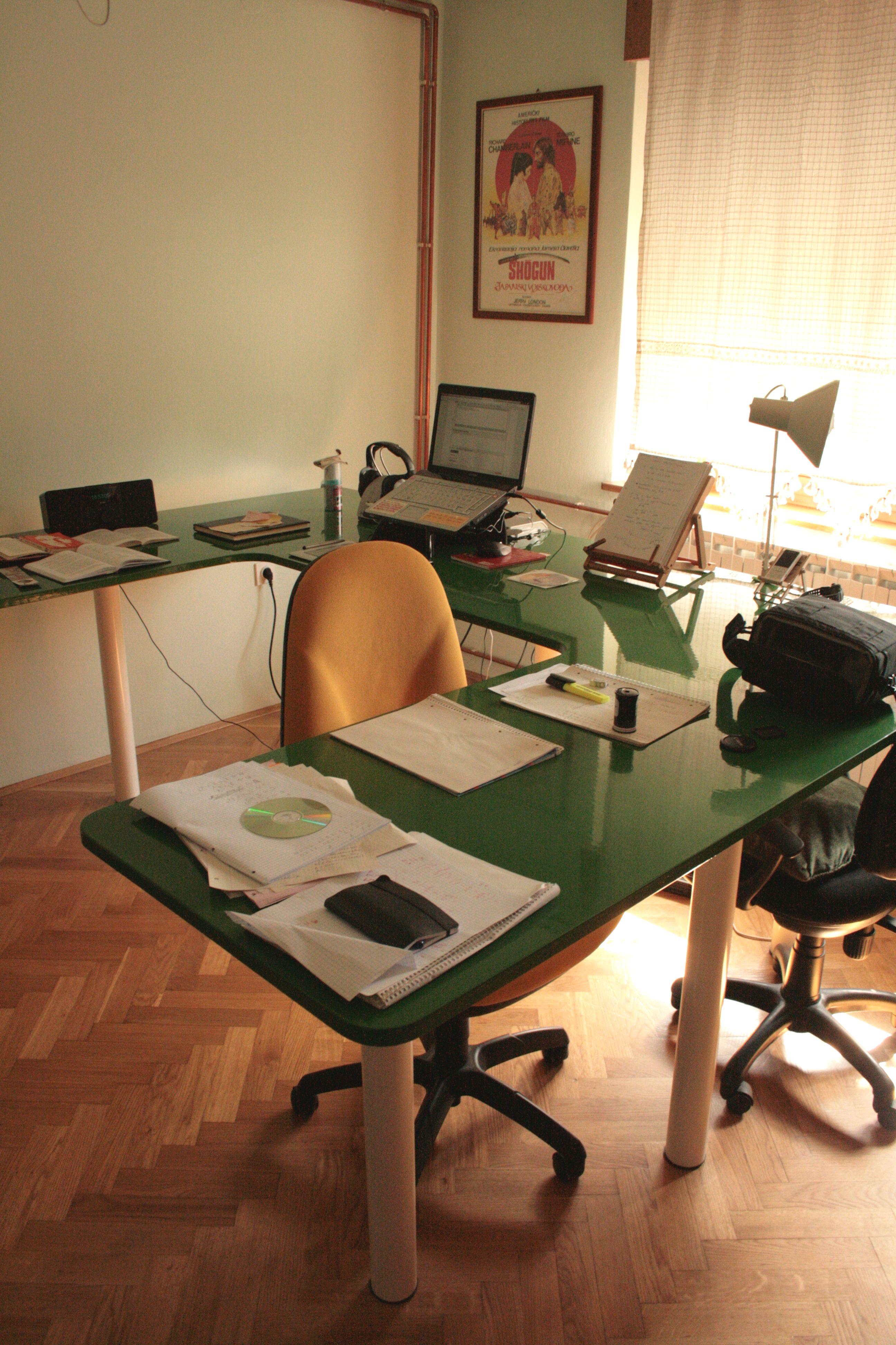 """You know you need U desk"""