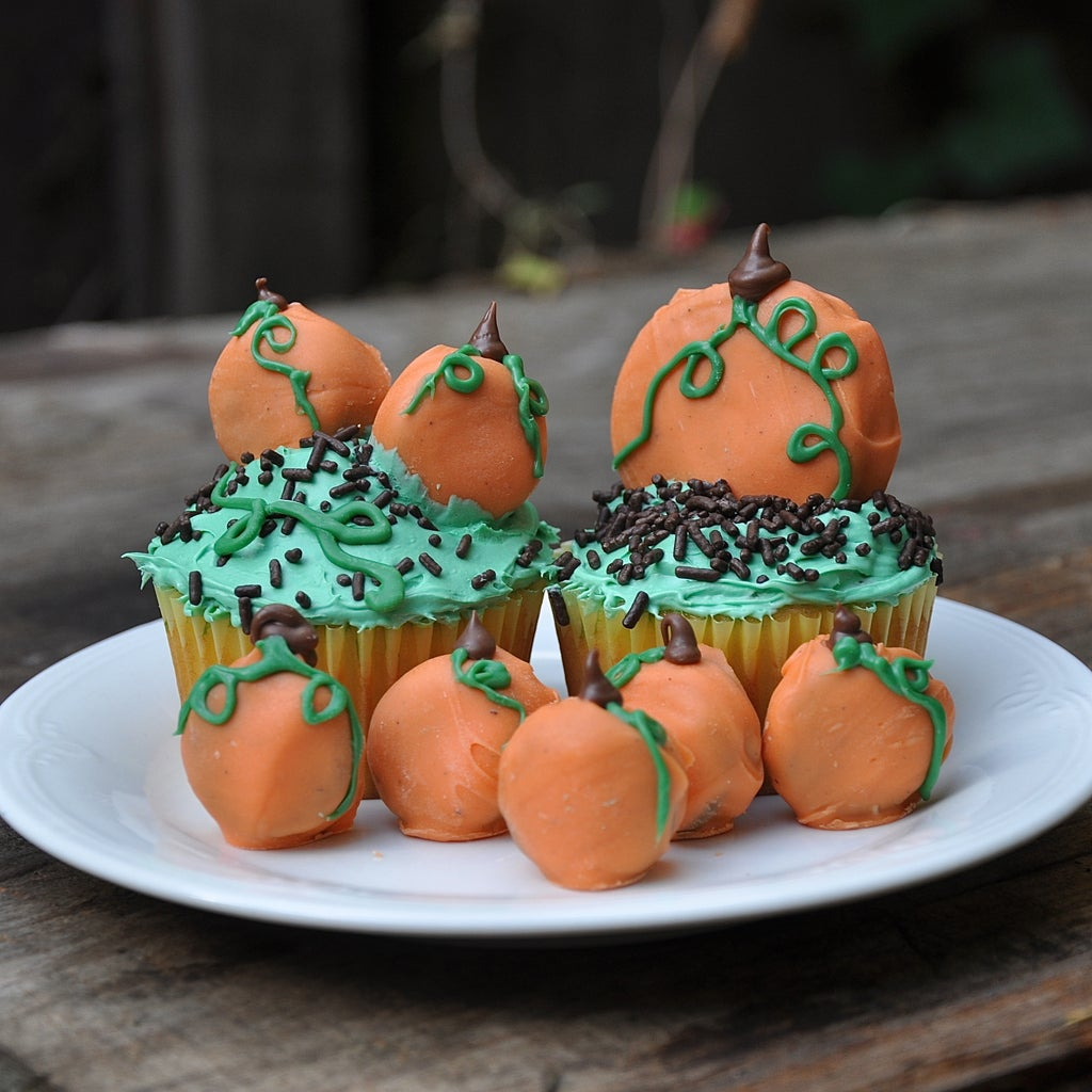 Oreo Pumpkin Patch Cupcakes