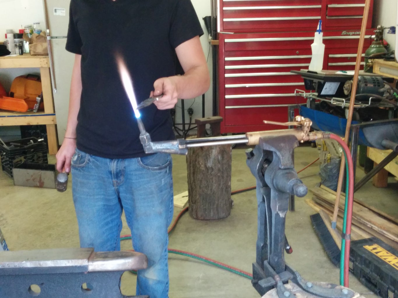 Hammering and Forming He Blade
