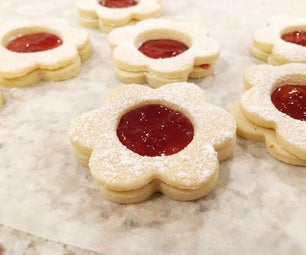 DELICIOUS Linzer Cookies