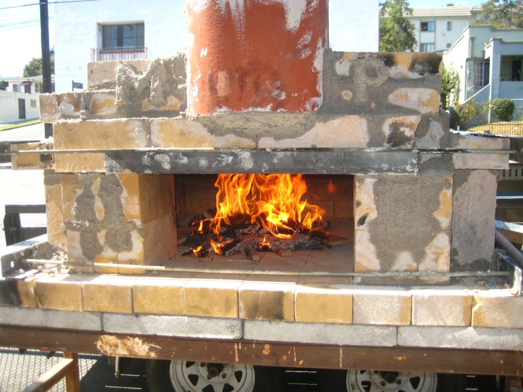 How To Build A Temporary Wood Fired Brick Pizza Oven With Cheap Easy To Find Materials 10 Steps With Pictures Instructables