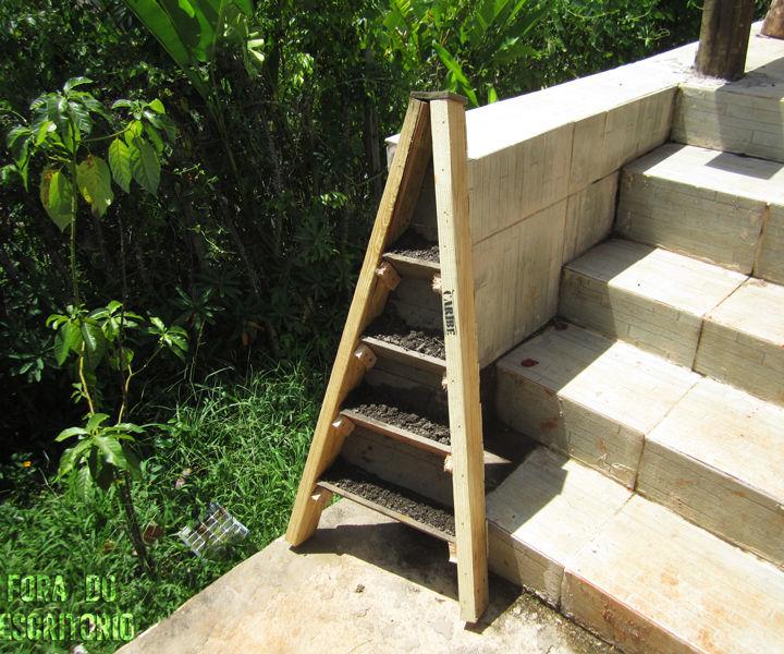 Vertical corner garden out of pallets