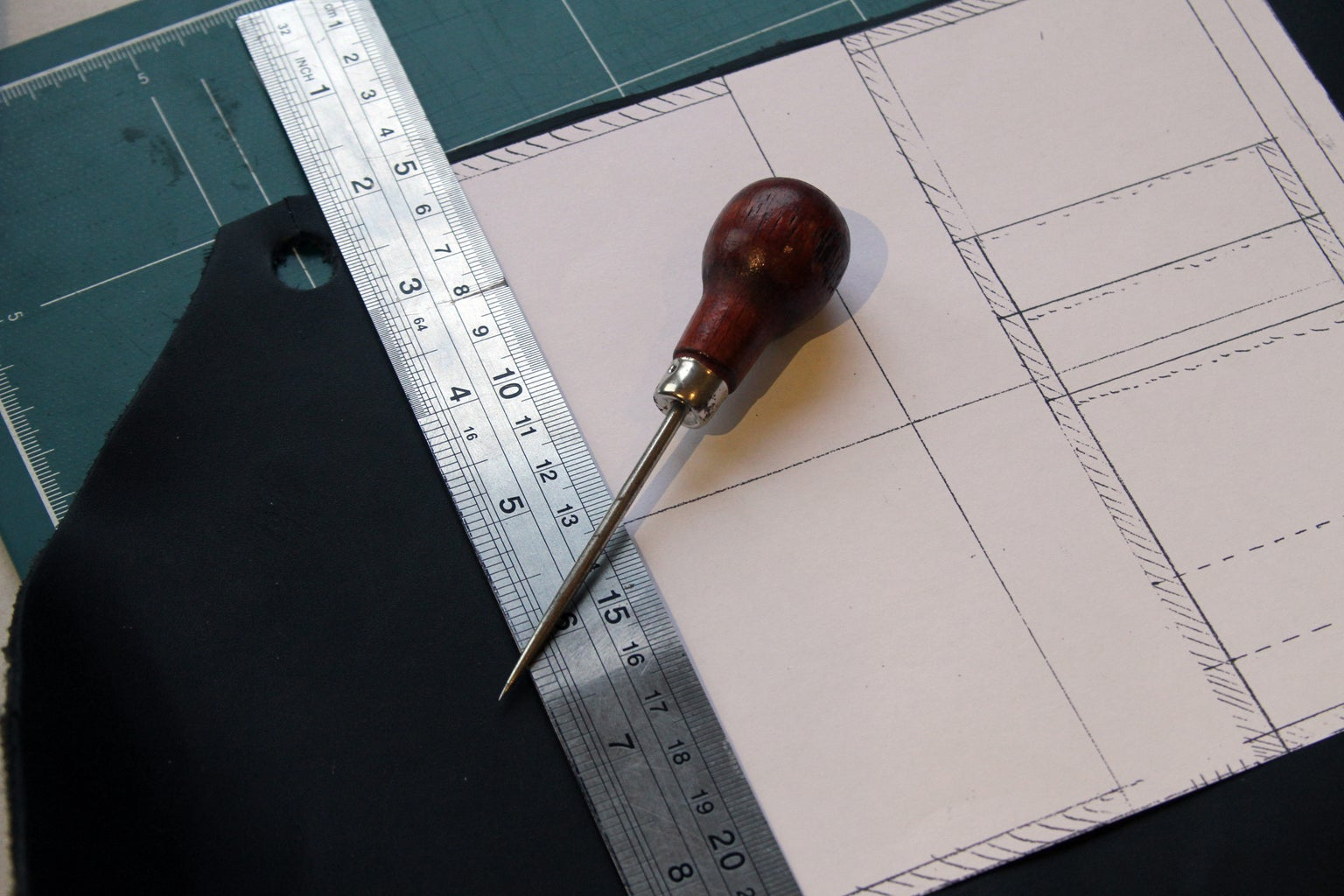 """Step 4: Make """"sketch"""" Lines on Your Leather According to Your Design"""