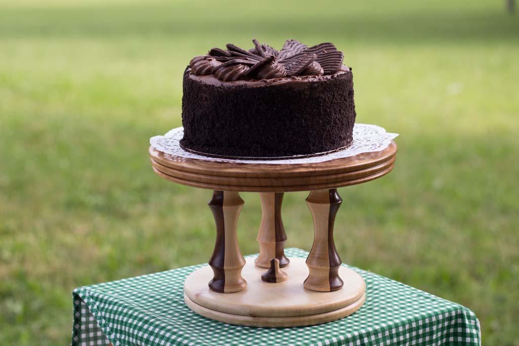 Make a cake stand