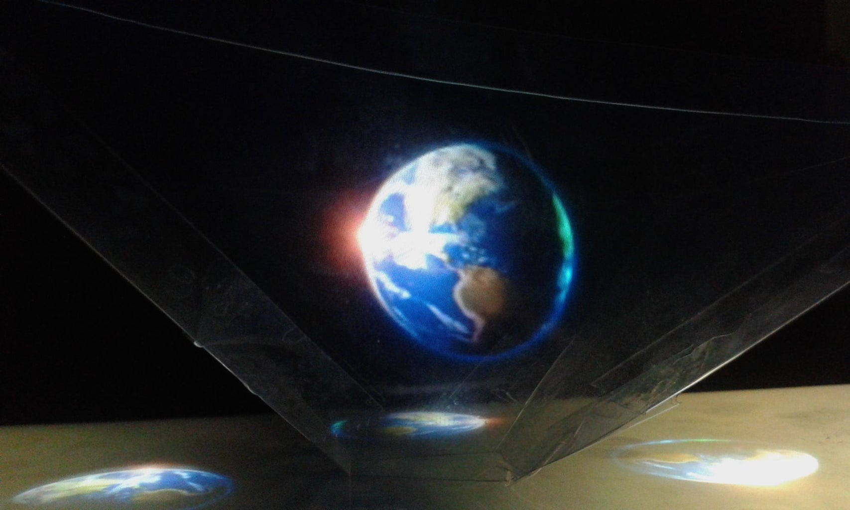 3D HOLOGRAMS PYRAMID-for Smartphones, Tablets and Laptops
