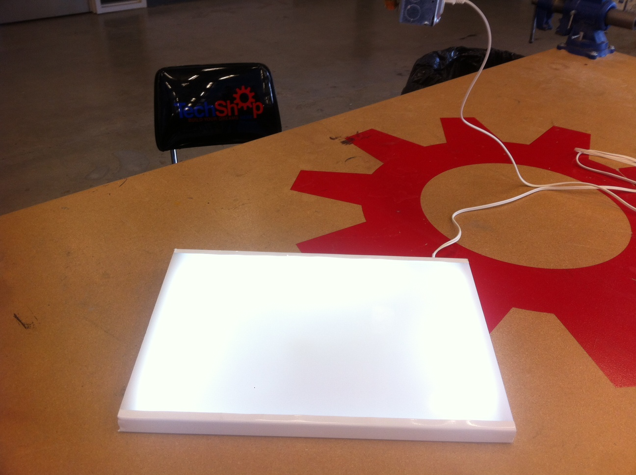 Inexpensive DIY LED Lightbox for Tracing