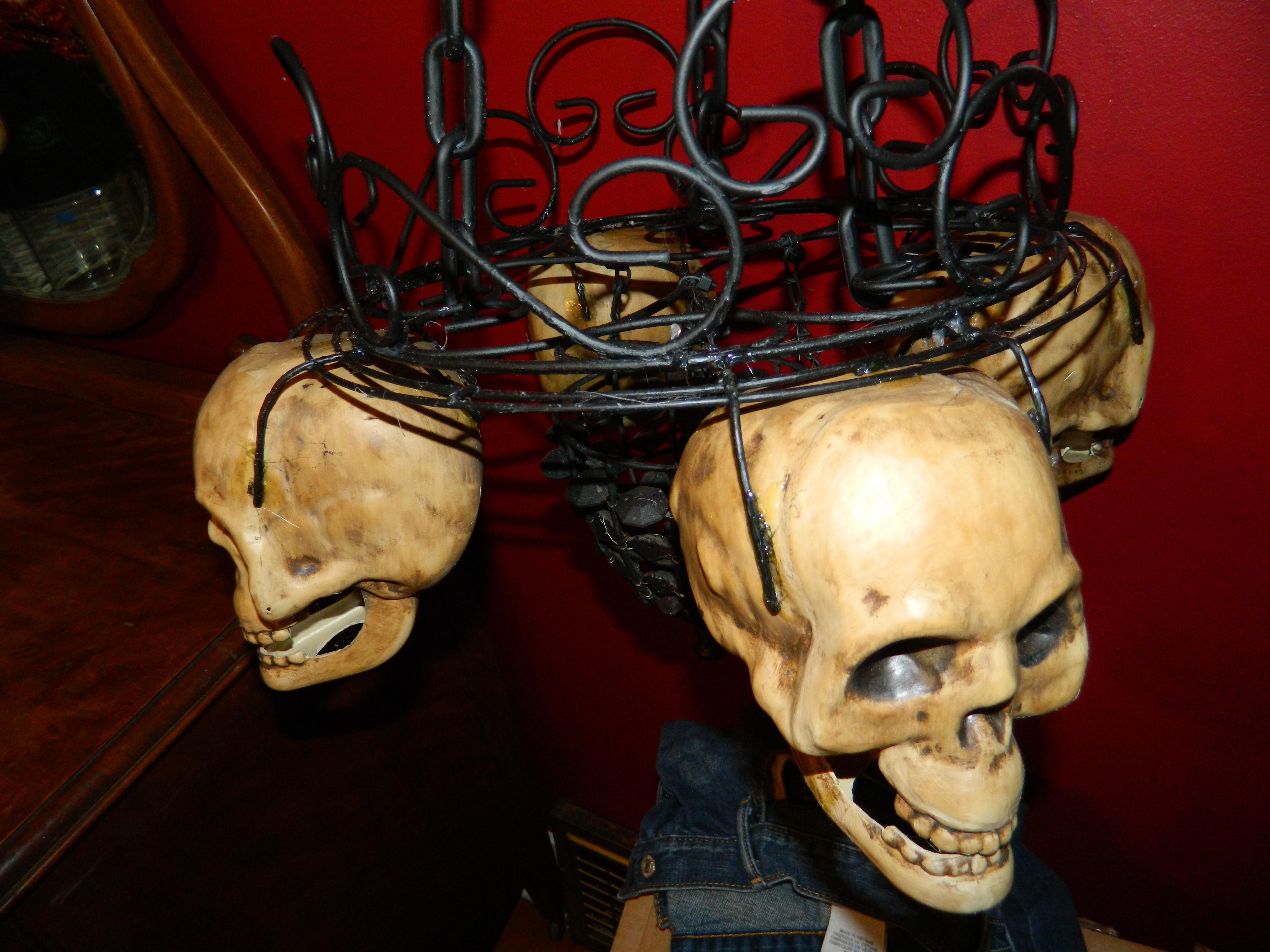 DIY Candlelit skull hanging chandelier, Halloween prop
