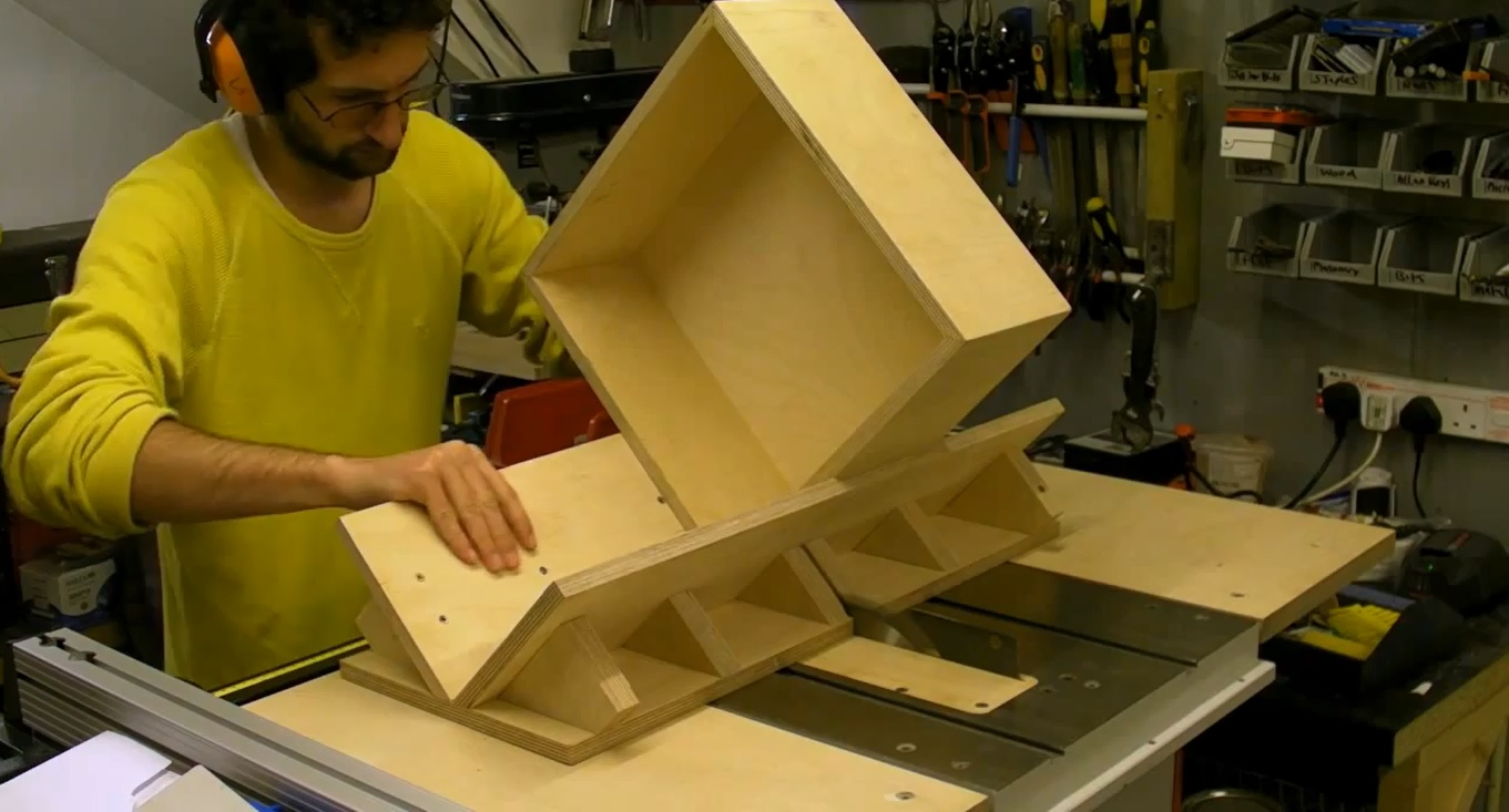 Splined / Keyed Mitre Sledge / sled and Box - Building and Using on Table Saw