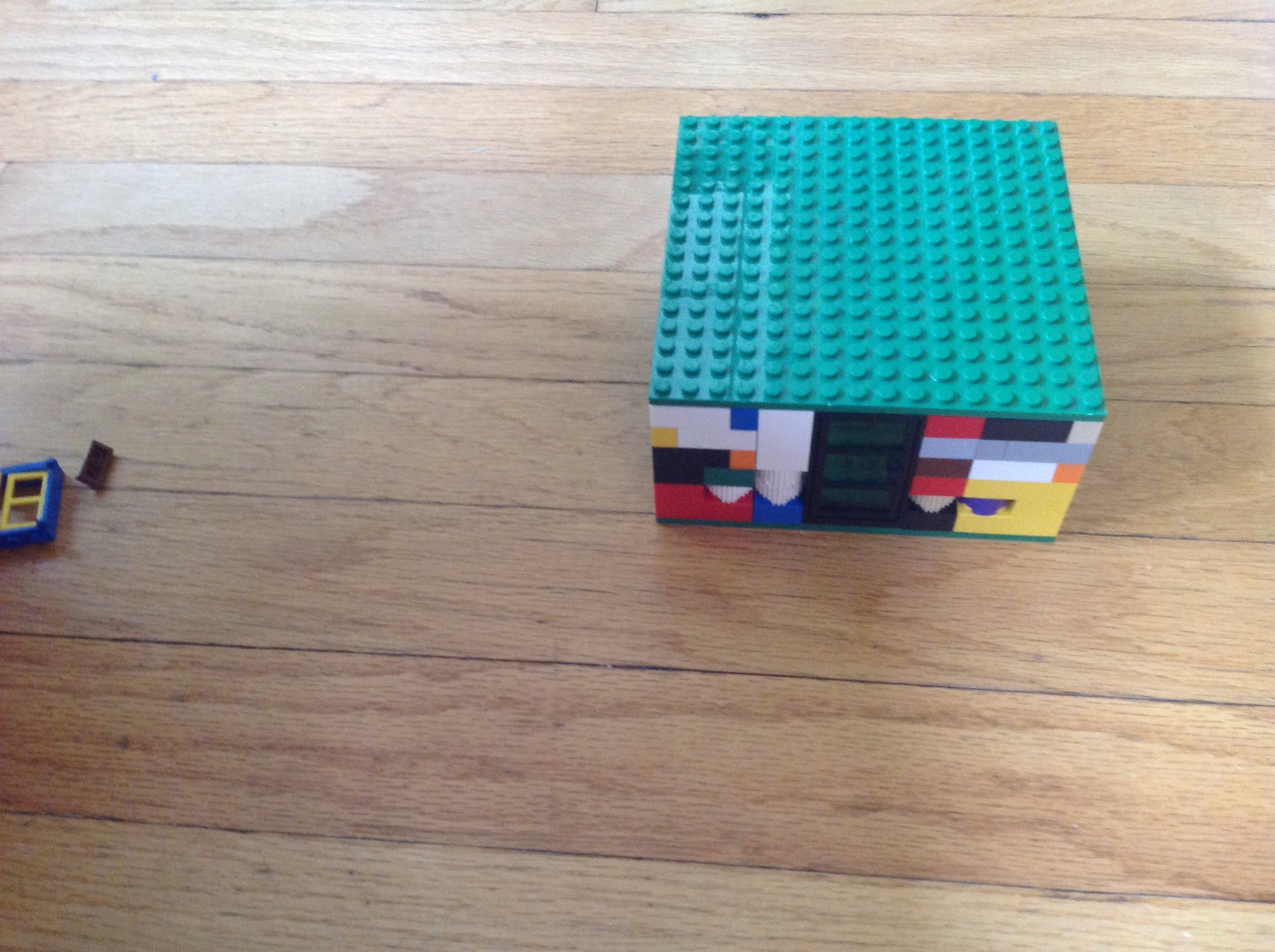 How to Build a Simple Lego House (For Children 8+)