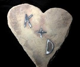 易金属镶嵌在手工雕刻的石心上