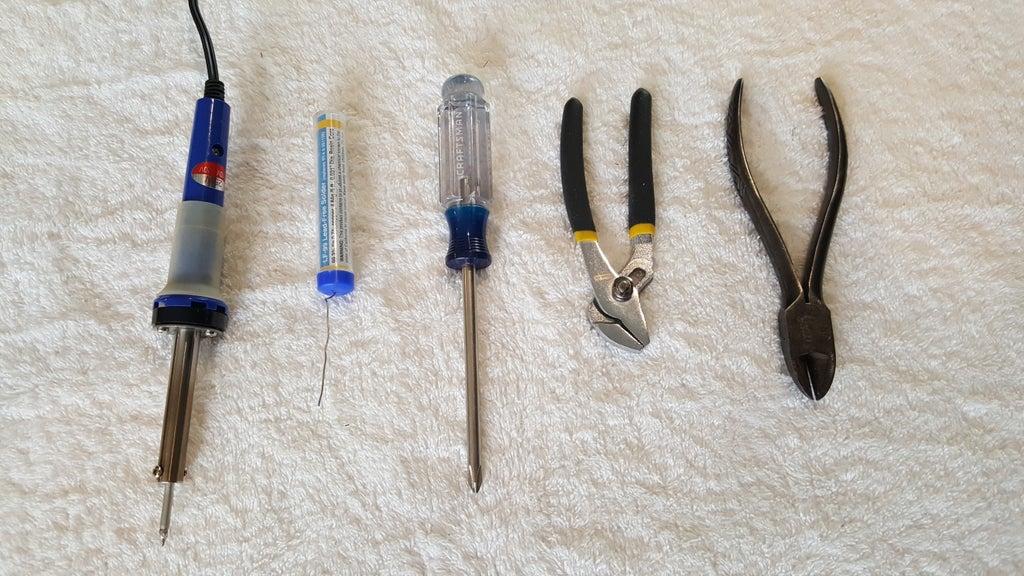مرحله 2: ابزارهای مورد نیاز(چگونه می توان تلویزیونی را روشن نمی شود را روشن کنیم)