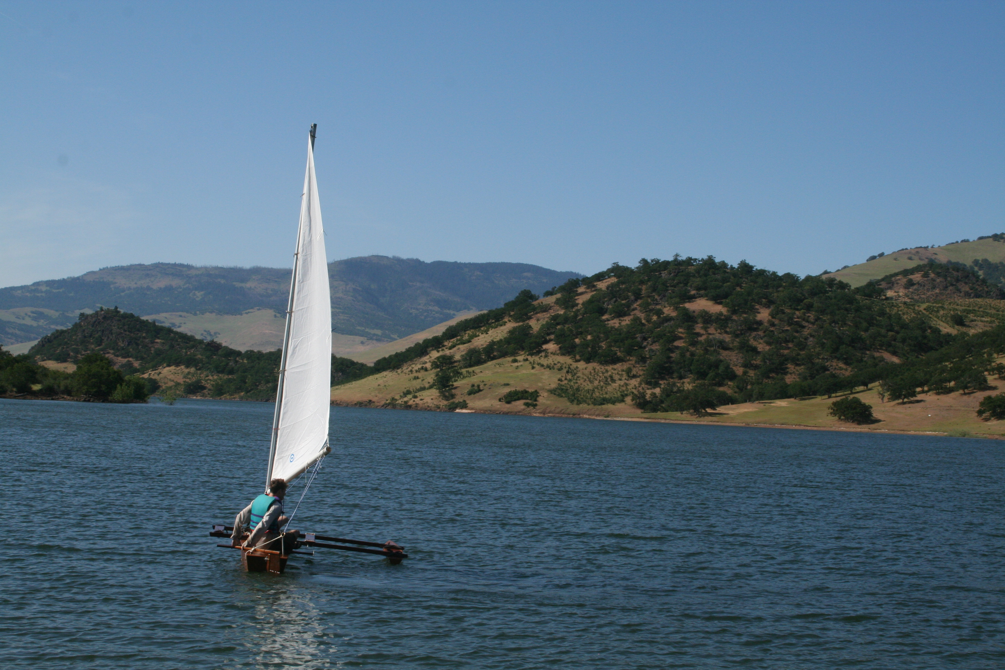 outrigger canoe with freestanding mast