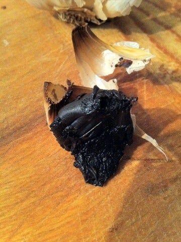 Fermented Garlic (Black Garlic)