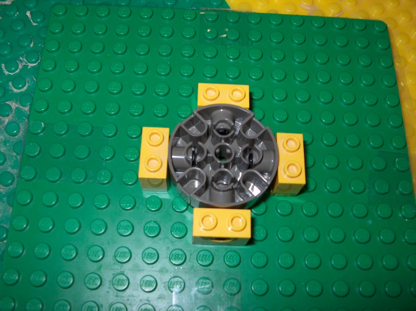 Make the R Axis Actuator Aka Spin Out With a Turntable