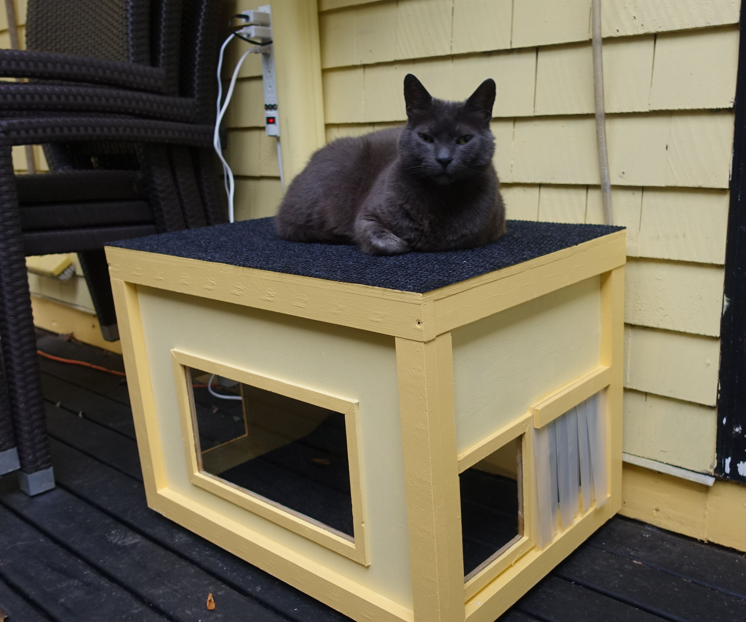 Heated Winter Cat Shelter