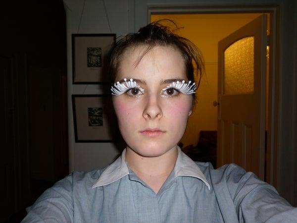 Make Alien Eyelashes
