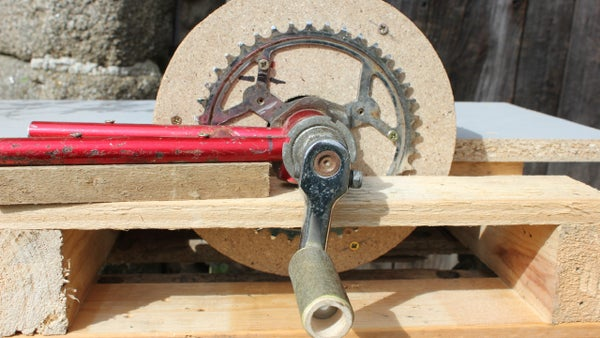Save Cash - Use Trash.  Home-made Tools - Hand-powered Sander. Ponceuse  Fabrication Mason. Bricolaje Una Lijadora De Disco