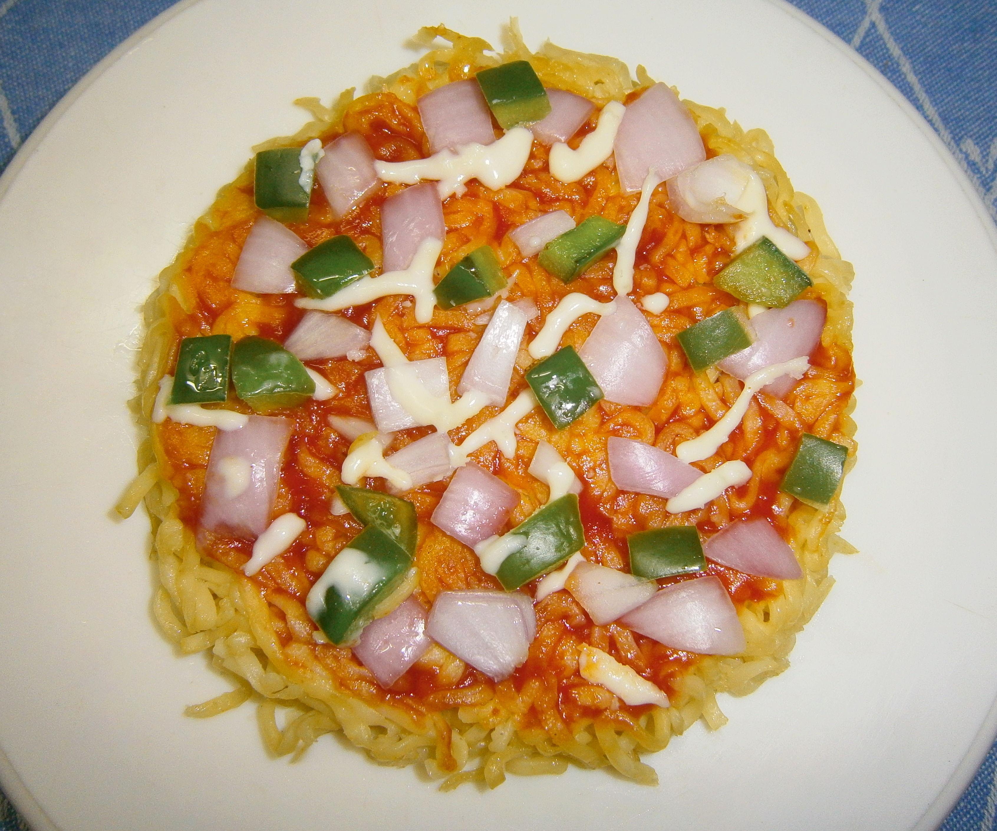 Dorm Noodle Crust Pizza (Iron Box Hack)