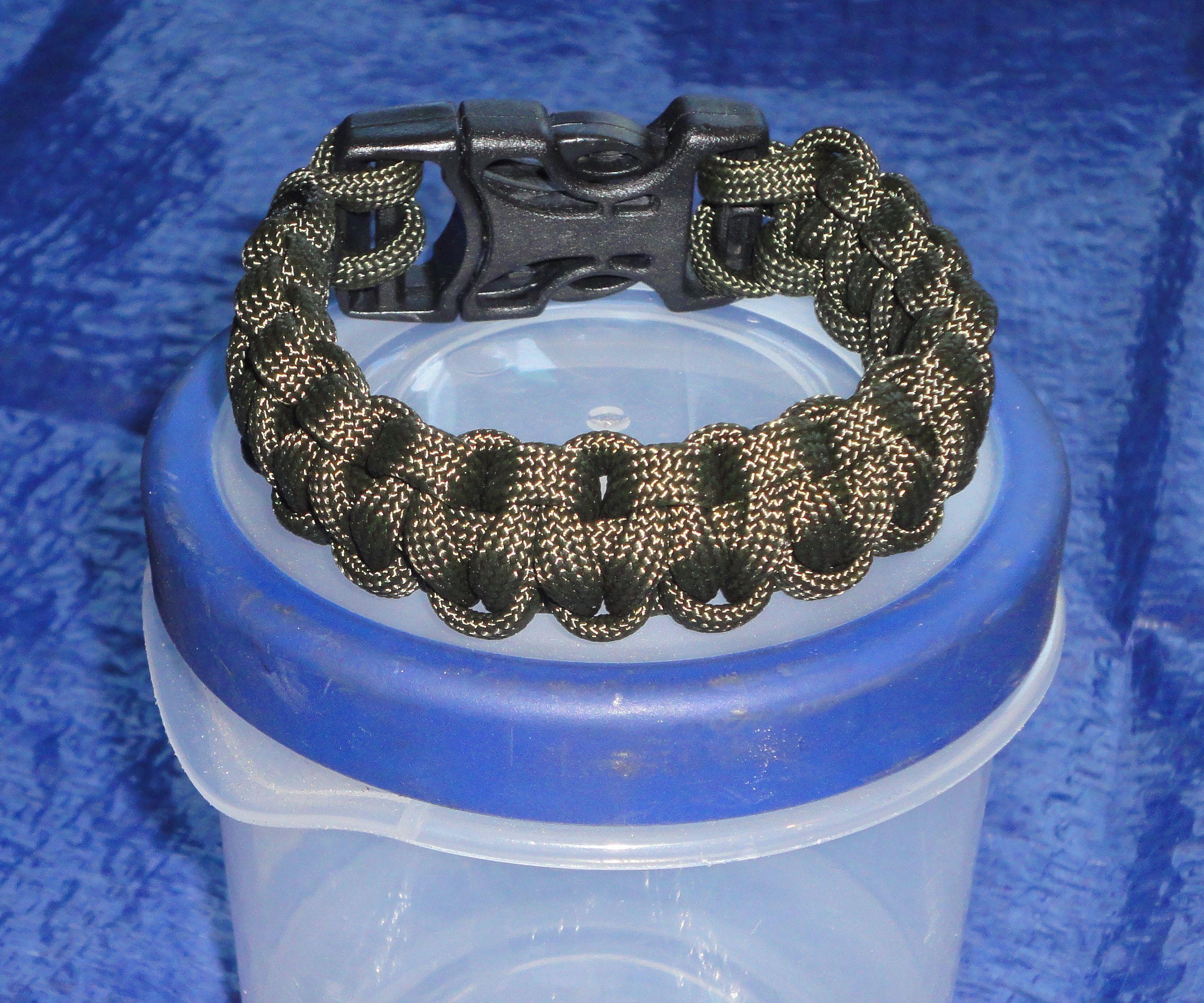 Super Easy Paracord Bracelet