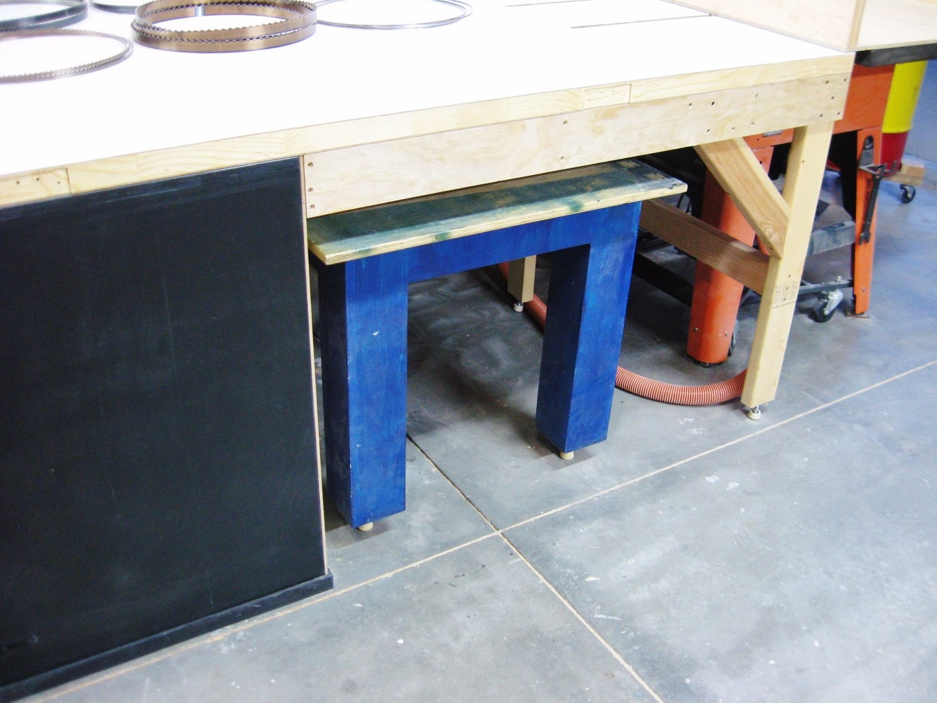 Roll-out Table
