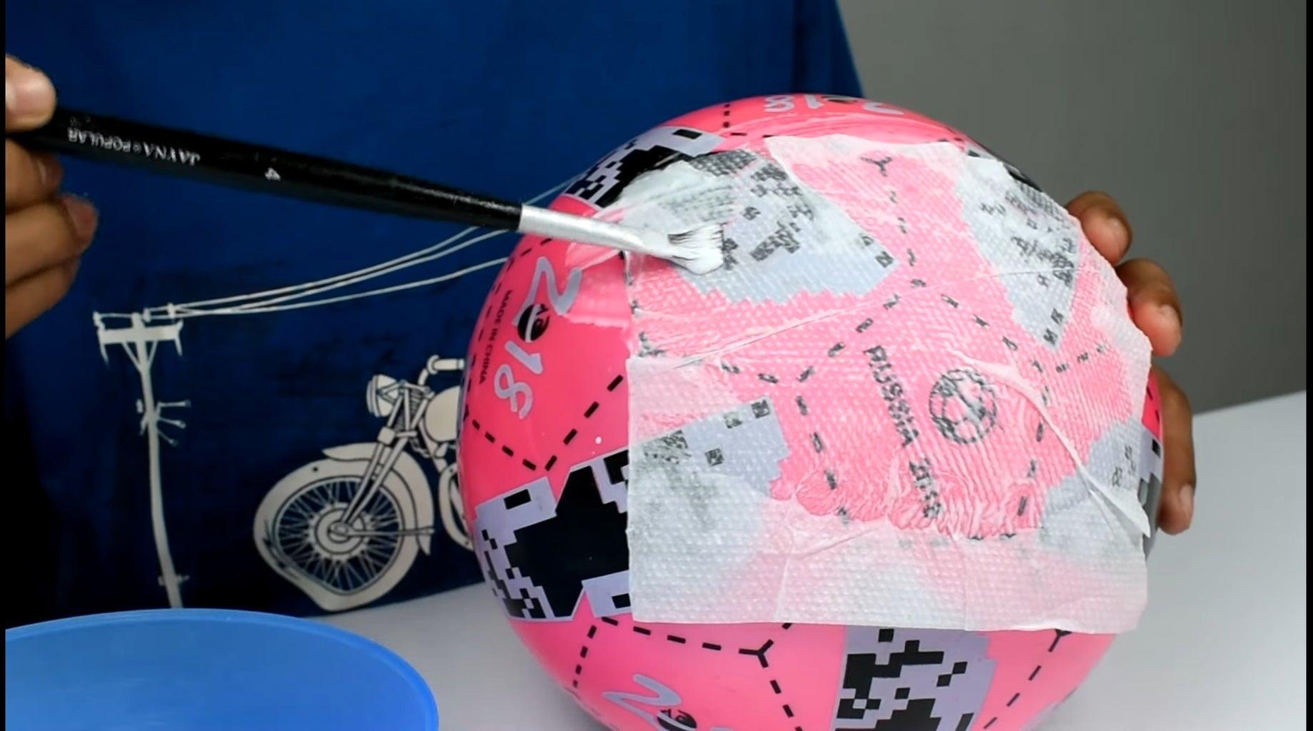 Stick Tissue Paper on Ball Using Fevicol/PVA Glue