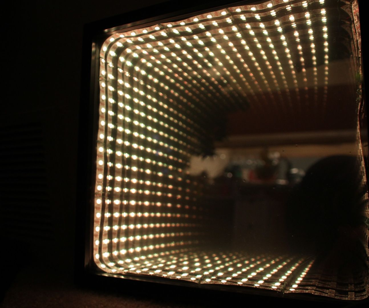 Chromatic Temperature Display - Arduino Controlled RBG LED Infinity Mirror