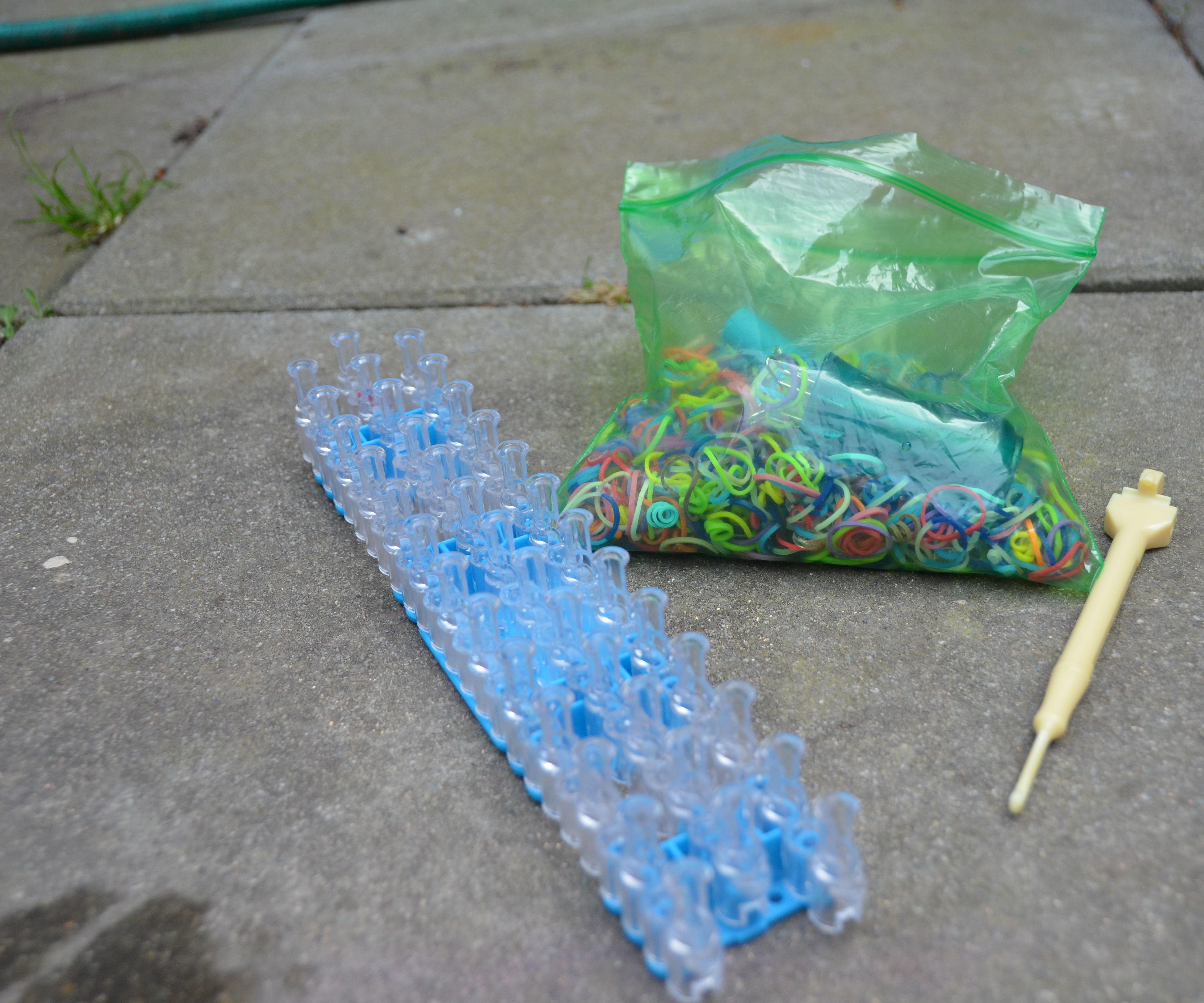 How to Make a Rainbow Loom Zipper Bracelet