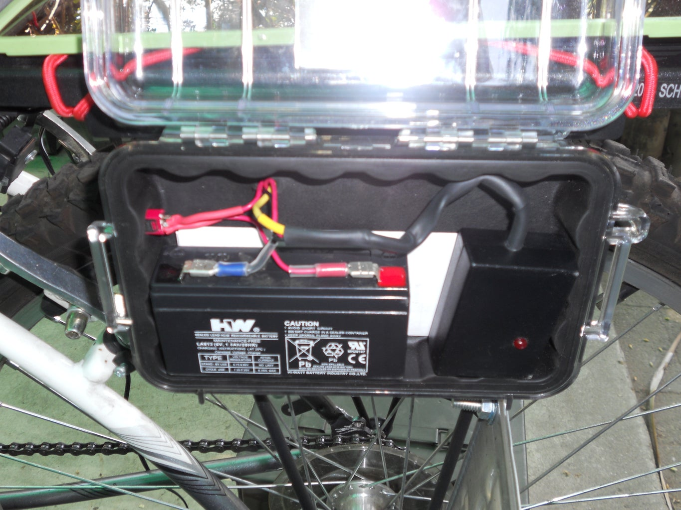 Solar Charged LED Running Light With Flashing Brake Light for Bicycles