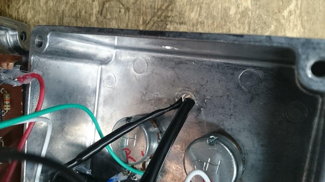 部品の組み立て、半固定抵抗器の調整