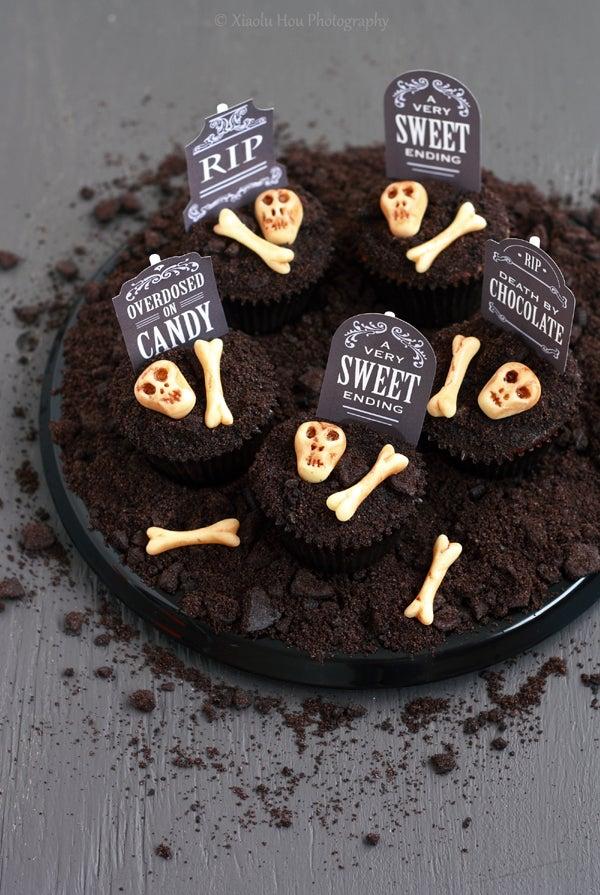 Spooky Graveyard Chocolate Cookies N' Cream Cupcakes