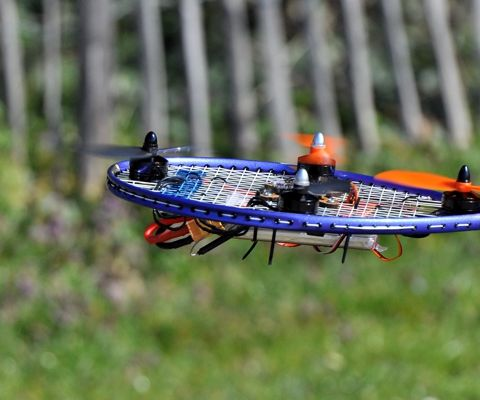 Raquette Drone or Racket Racer