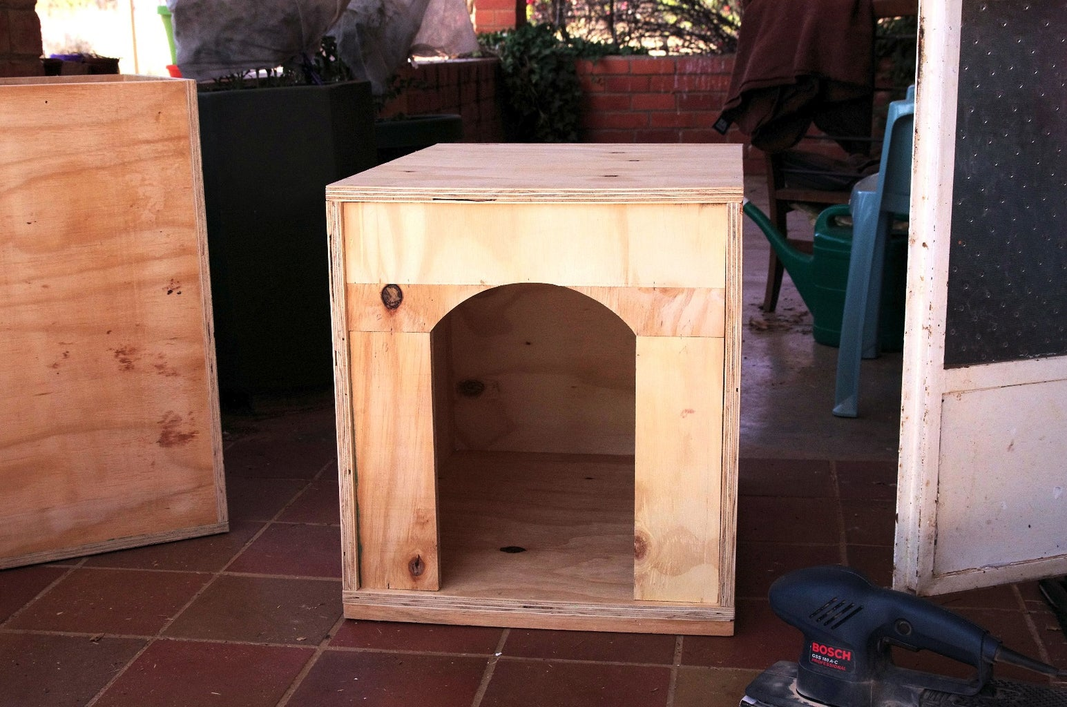 Quick and Easy to Build Doghouse
