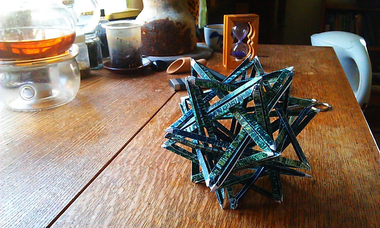 Complex origami sculpture: K3 - 20 woven triangles - No glue