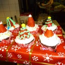 Festive Cupcake Holder from a re-purposed cereal box