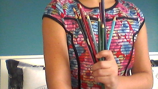 How to Make Eye Liner Out of Colored Pencils