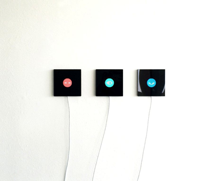 Reframe: turn old iPhones into wall clock or wall art!