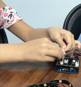 Connecting the Motion Detector